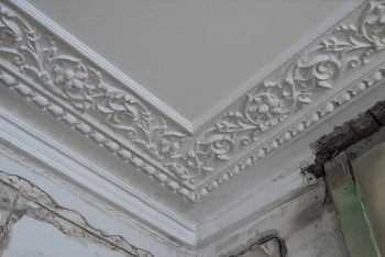 image showing broken cornice in need of cornice restoration